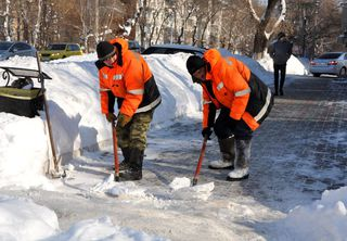 Рабочие МУП «БОСС» продолжают уборку Уссурийска