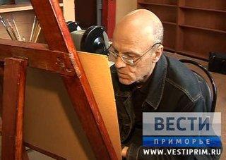 Персональная выставка необычного художника открылась в Уссурийске