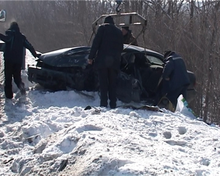 Два человека сильно пострадали в аварии на трассе Владивосток-Уссурийск