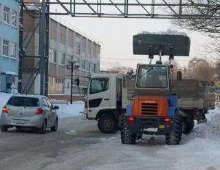 Сегодня для расчистки Уссурийска от снега задействованы 19 единиц техники и 52 дорожных рабочих