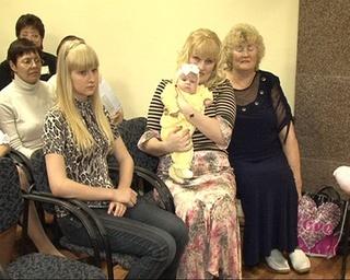 В День семьи сертификат на получение материнского капитала получила 2500 семья