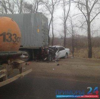 В Уссурийске водитель Тойоты выжил в серьезном ДТП (ФОТО, ВИДЕО)