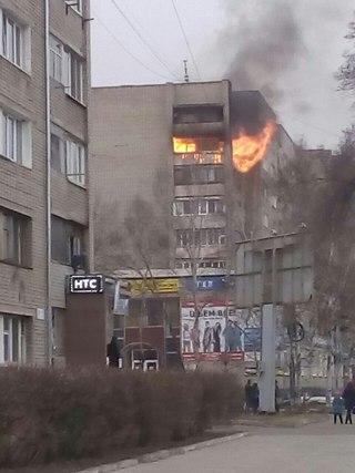 Пожар в Уссурийске: огнём охвачено уже три этажа (видео)