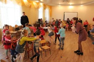 На ст.Уссурийск сотрудники транспортной полиции обучают детей правилам безопасного поведения