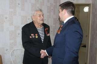 Накануне праздника Победы в гостях у ветеранов Великой Отечественной войны побывал глава администрации Евгений Корж