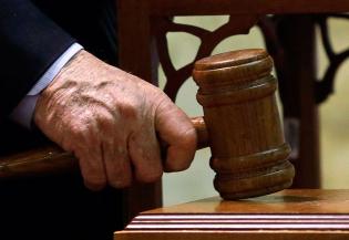 Судебные приставы Уссурийска решили нажиться на потерпевшем, но отправились за решетку