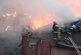 Огнеборцы Уссурийска потушили пожар в доме на улице Воровского