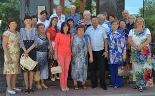 В Уссурийске начальник УМВД Приморья встретился с семьями сотрудников, погибших при исполнении служебного долга