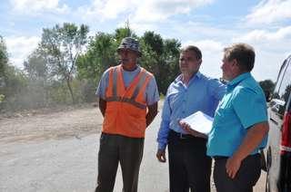 Глава администрации УГО провел выездную рабочую встречу по ремонту дороги до села Утесного