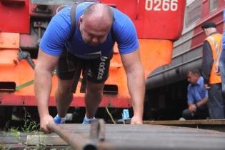 Владивостокский силач Иван Савкин готовится к новому рекорду