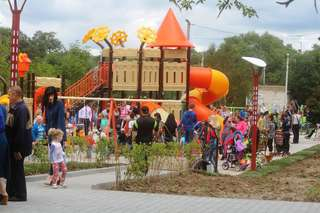Новый сквер открыли на улице Стаханова в Уссурийске