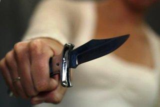 В Уссурийске на таксиста напал пьяный клиент с ножом