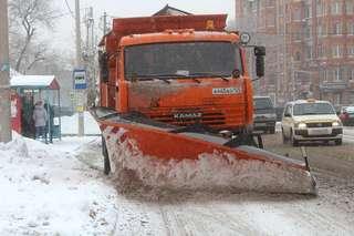 Сегодня для уборки и вывоза снега в Уссурийске задействованы 19 единиц техники и 20 дорожных рабочих