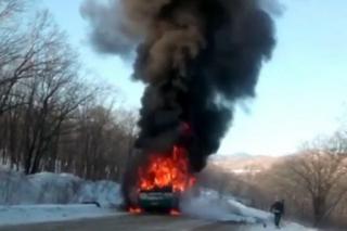 Рейсовый автобус из Уссурийска сгорел на трассе. Видео