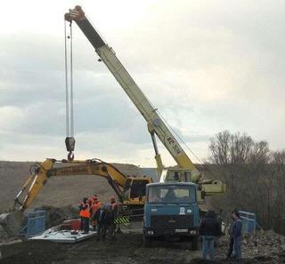 Работы по ремонту моста в селе Улитовка выполнены почти наполовину