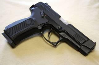 В воинской части под Уссурийском подозреваемые в вымогательстве открыли стрельбу по бойцам спецназа