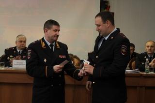 Сотрудника Госавтоинспекции из Уссурийска наградили медалью МВД России «За смелость во имя спасения»