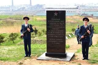 Церемония памяти состоялась около мемориала в поселке Черняховском