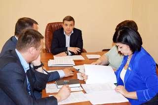Глава администрации Уссурийска провел ежемесячный прием граждан