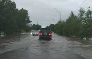 Некоторые улицы затопило в Уссурийске. Видео