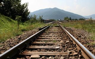 Ночью под Уссурийском сотрудники транспортной полиции на железнодорожных путях обнаружили двух детей
