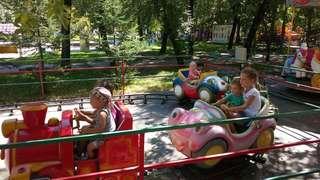 Воскресный день дети из пункта временного размещения Уссурийска провели в городском парке