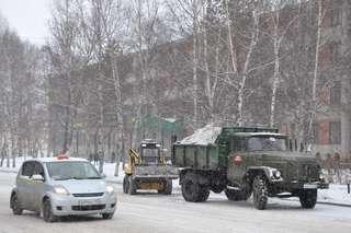 Чтобы избежать гололеда в Уссурийске, дороги начали обрабатывать в пятницу
