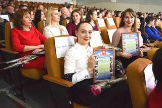 Глава администрации по итогам года отметил благодарностями почти 150 уссурийцев