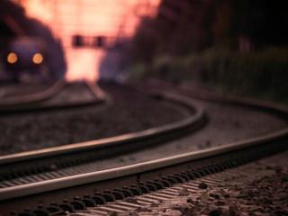 В Уссурийске поезд сбил двух школьниц