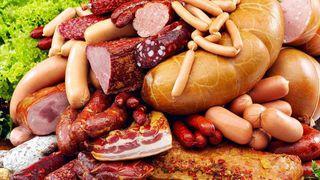 В Уссурийске выявили перевозку более 600 килограммов небезопасной колбасы