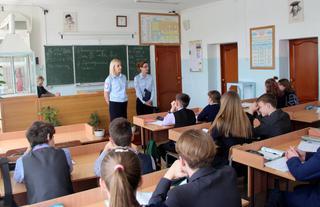 В Уссурийске сотрудники транспортной полиции встретились с девятиклассниками