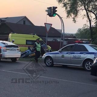 Две машины такси столкнулись в Уссурийске