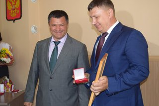 Коллектив Уссурийского ЛРЗ получил медаль от врио губернатора Приморского края