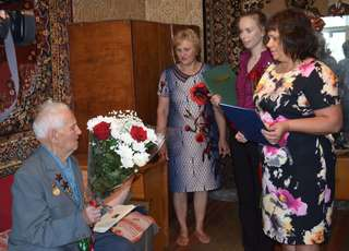В Уссурийске ветерана ВОВ Кузьму Кельсиева поздравили со 100-летним юбилеем