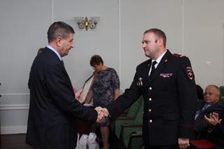 Полицейский из Уссурийска удостоен благодарности Министра внутренних дел РФ