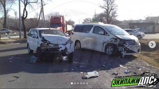 В Уссурийске при лобовом столкновении пострадала женщина-водитель
