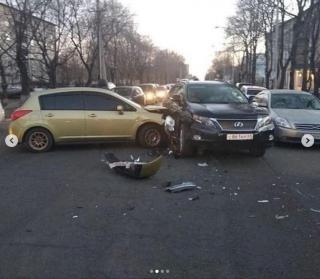 Лихая иномарка протаранила Lexus в Уссурийске