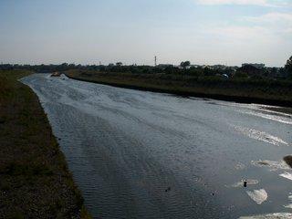 В Уссурийске начались работы по очистке берегов реки Раковки от мусора