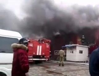 В Уссурийске потушили пожар на китайском рынк