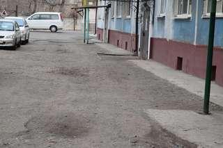 В Уссурийске в рамках губернаторской программы «1000 дворов» благоустроили первый двор