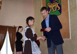 Церемония вручения золотых знаков отличия ГТО состоялась в администрации Уссурийска