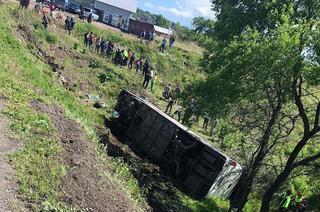 В Уссурийске перевернулся автобус с туристами из Китая — два человека погибли