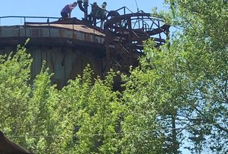 В Приморье пресечены опасные игры подростков на крыше мазутохранилища