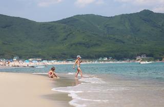 Восемь пляжей разрешены для купания в Приморье
