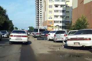 Почти страйк: в Уссурийске водитель иномарки разбил не меньше семи припаркованных машин