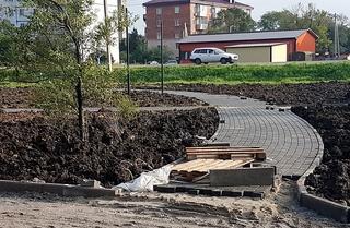 Благоустройство двух новых скверов по нацпроекту завершают в Уссурийске