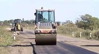На краевой дороге Борисовка-Корсаковка начался ямочный ремонт