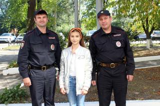 Школьница из Уссурийска поблагодарила полицейских, вернувших ей похищенный велосипед