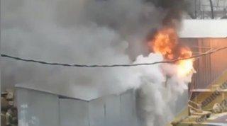 В Уссурийске на рынке взорвался и загорелся киоск