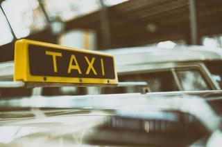 В Уссурийске пьяный таксист гнался за пассажиркой до квартиры и поджег ей дверь